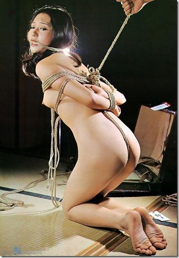 【昭和ロマンSM股縄画像】食い込む股縄の強さが愛の強さ。縄で結ばれた夫婦生活19