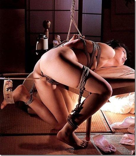 【昭和ロマンSM股縄画像】食い込む股縄の強さが愛の強さ。縄で結ばれた夫婦生活27