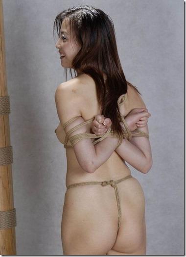 【昭和ロマンSM股縄画像】食い込む股縄の強さが愛の強さ。縄で結ばれた夫婦生活30