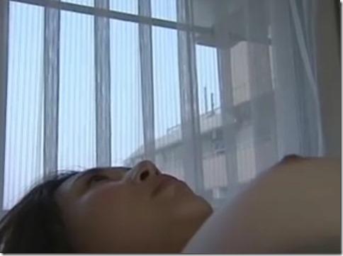 【昭和ロマンエロ動画】オマンコしたい人妻は、の●いてた男が来てくれるようにパンツに願いを込めて干す01