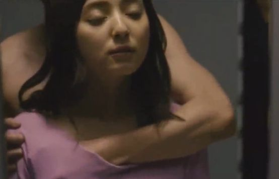 【佐々木希】後ろから胸の膨らみを掴まれる濡れ場