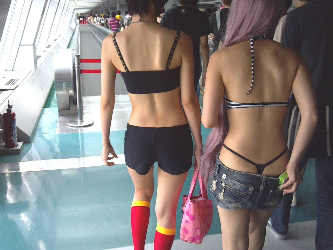 (痴ジョ☆?)見せつけてる様にしか見えないシロウト達のTBACKパンツ丸見え写真