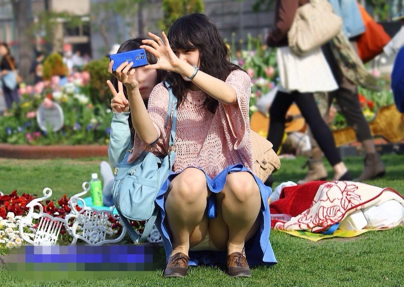 (パンツ丸見え)花見・宴会とかお股がゆるゆるになってるシロウト達のパンツ丸見え写真