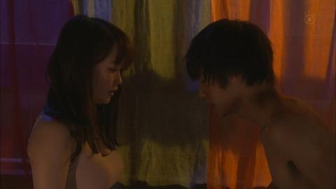 【画像】川栄李奈が今度は窪田正孝とエロすぎるセックスシーンキターーーーーー