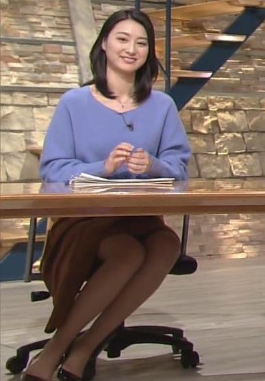 小川彩佳 ミニスカ太ももデルタゾーンキャプ画像(エロ・アイコラ画像)