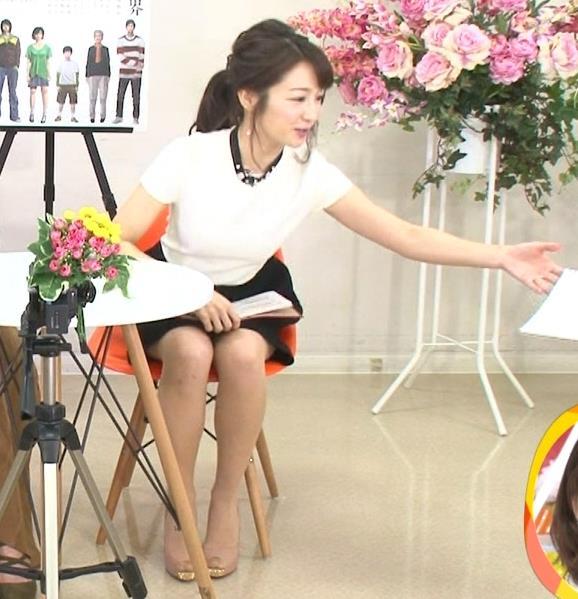 長野美郷 ミニスカでパンツ見えそうキャプ画像(エロ・アイコラ画像)