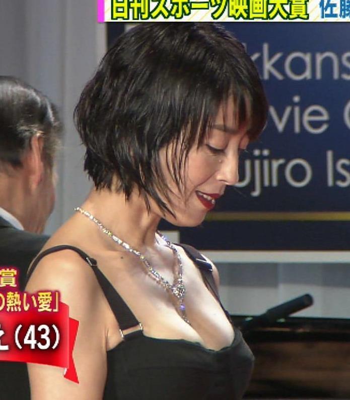 宮沢りえ 映画賞授賞式のドレスのおっぱいエロ過ぎ!キャプ画像(エロ・アイコラ画像)