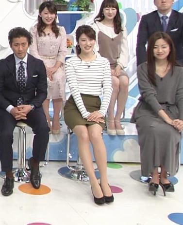 郡司恭子 タイトミニスカートがけっこうエロい画像