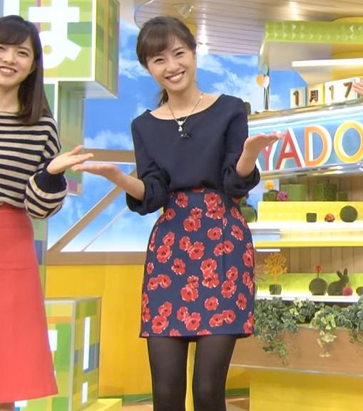 伊東楓 TBS1年目アナの黒ストッキング画像