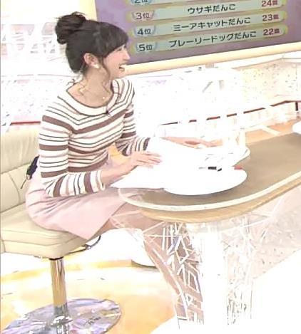 横山ルリカ 座るには短すぎるミニスカート画像