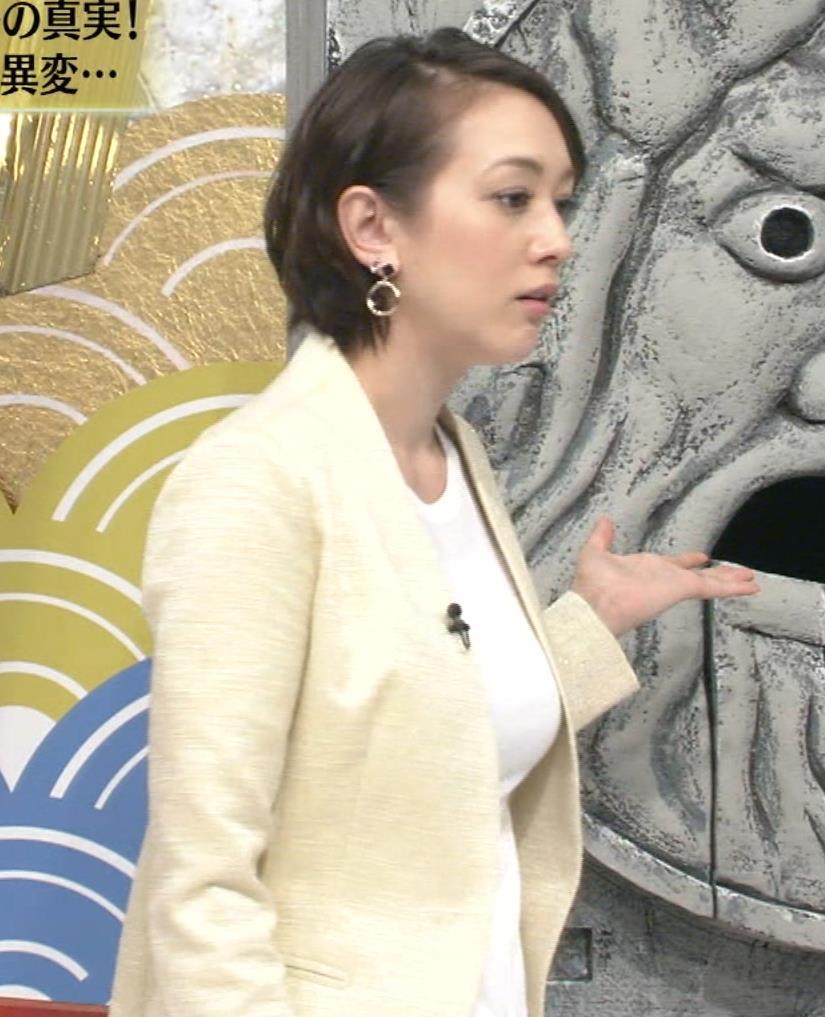 SHELLY ジャケットの下の巨乳が隠し切れないキャプ画像(エロ・アイコラ画像)
