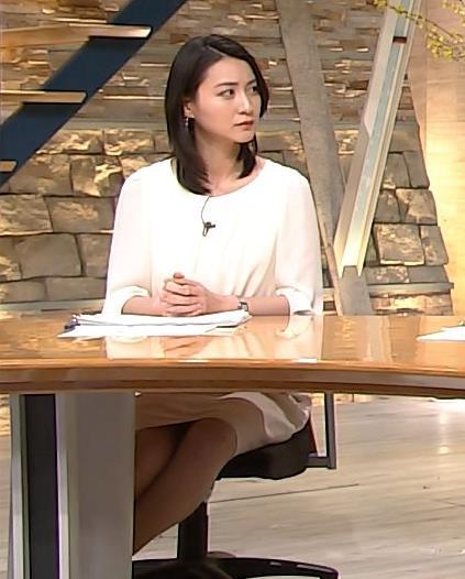 小川彩佳 机の下のミニスカのデルタゾーン (20170312)キャプ画像(エロ・アイコラ画像)