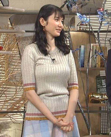 市川紗椰 ゆったりした服でも巨乳がかなり目立つキャプ画像(エロ・アイコラ画像)