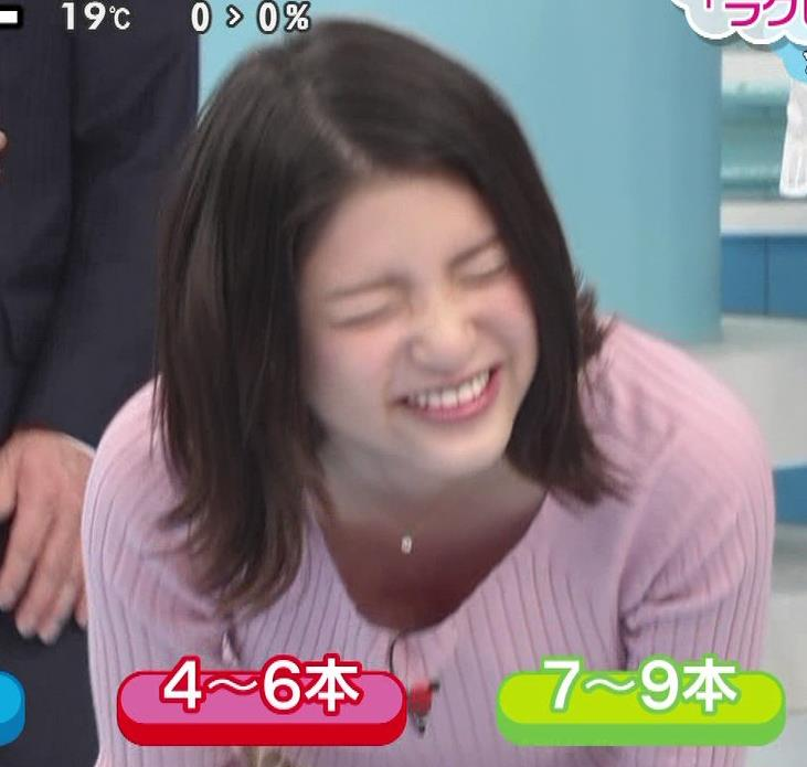 川島海荷 前かがみ胸元チラ&ニットおっぱいキャプ画像(エロ・アイコラ画像)