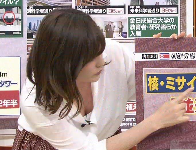 林みなほ 豪快に胸の谷間チラリキャプ画像(エロ・アイコラ画像)