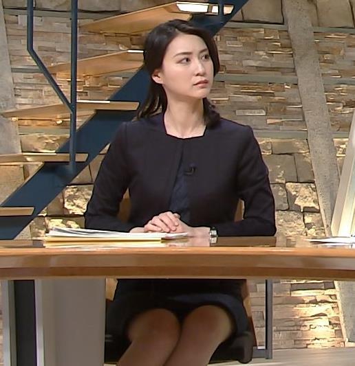 小川彩佳アナ 喪服みたいな服でもしっかり▼ゾーンチラリ