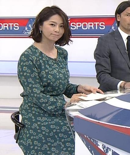 杉浦友紀アナ 爆乳を横から見る。