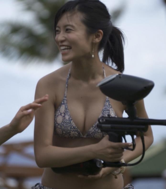 小島瑠璃子 横乳画像5