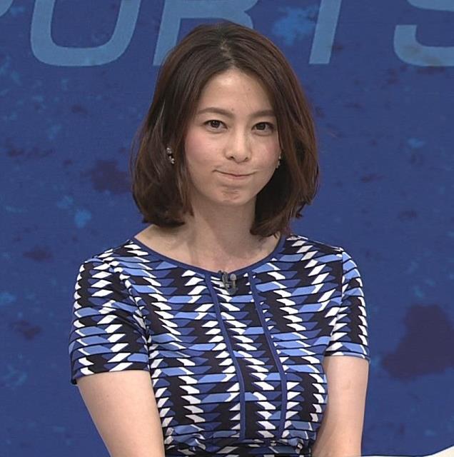 杉浦友紀 タイトな服を着て、両腕でおっぱいを挟むキャプ画像(エロ・アイコラ画像)