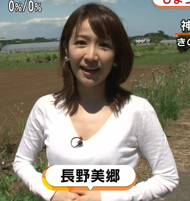 長野美郷 胸元が大きく開いたVネックキャプ画像(エロ・アイコラ画像)