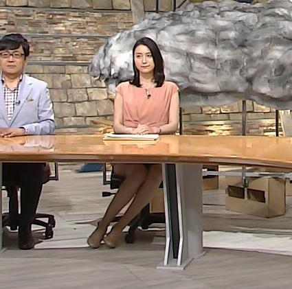 小川彩佳 また太もも見せすぎキャプ画像(エロ・アイコラ画像)