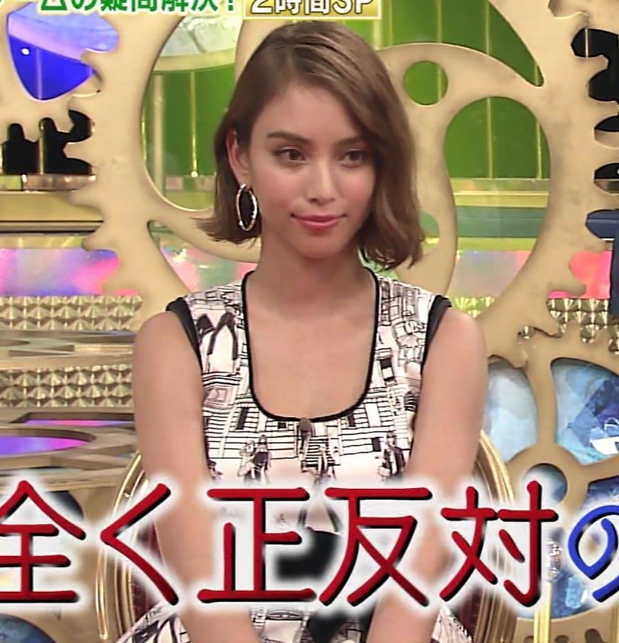 滝沢カレン おっぱい画像4