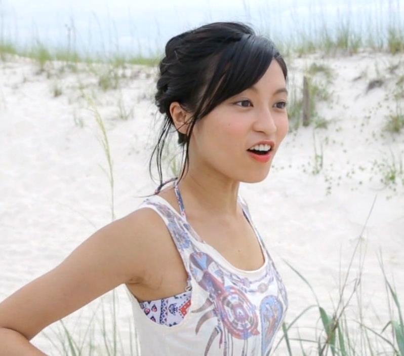小島瑠璃子 横乳画像9