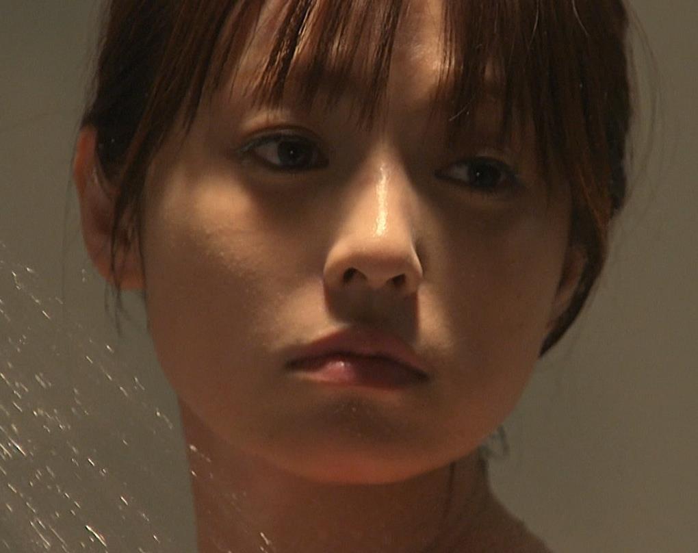 深田恭子 胸の谷間画像4