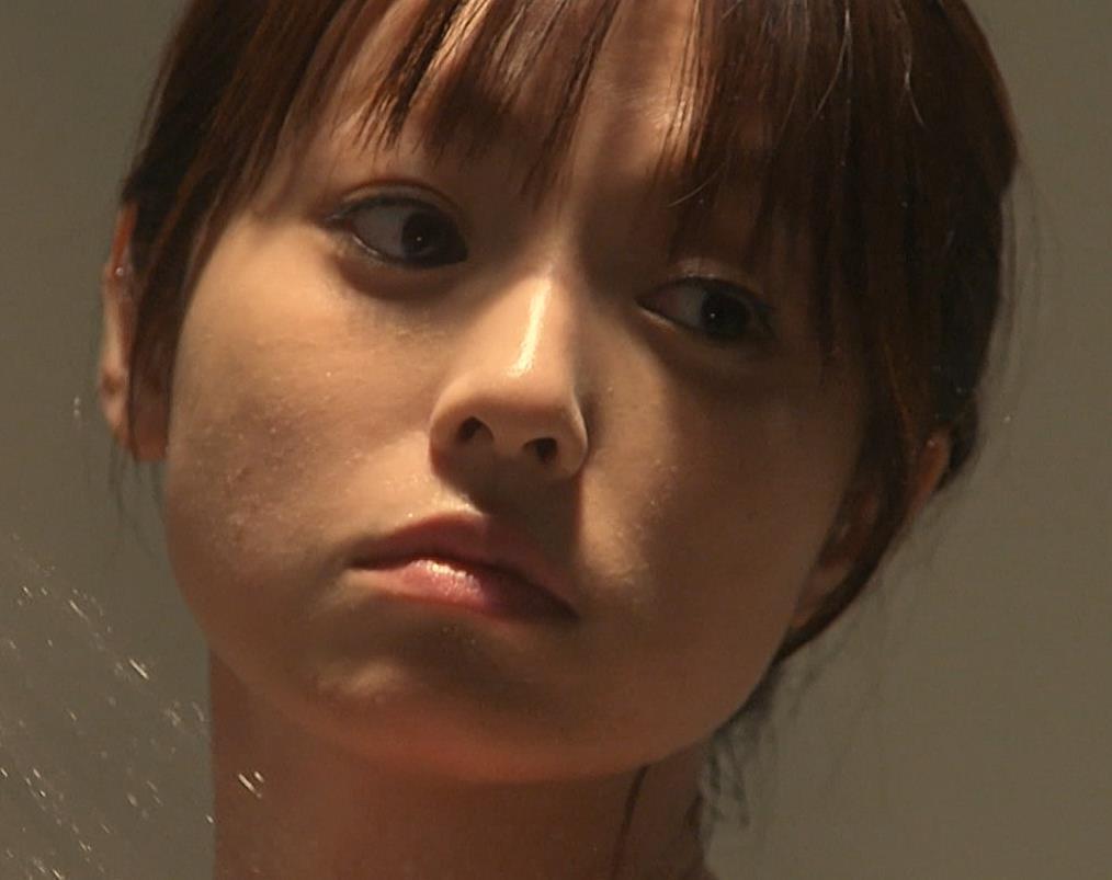 深田恭子 胸の谷間画像5