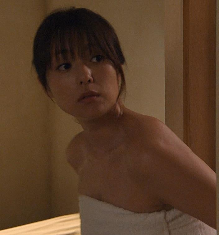 深田恭子 胸の谷間画像6