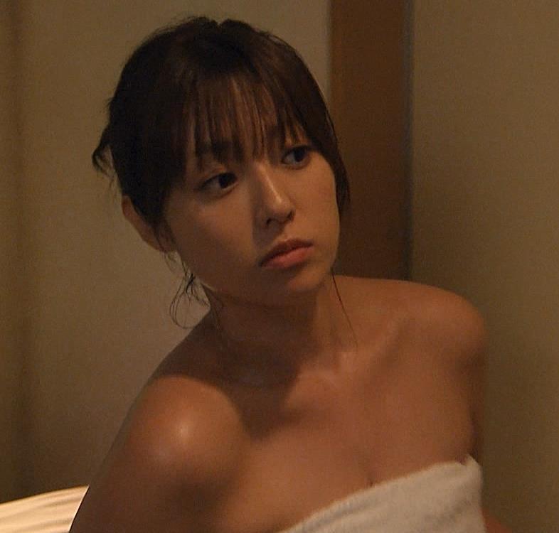 深田恭子 胸の谷間画像8