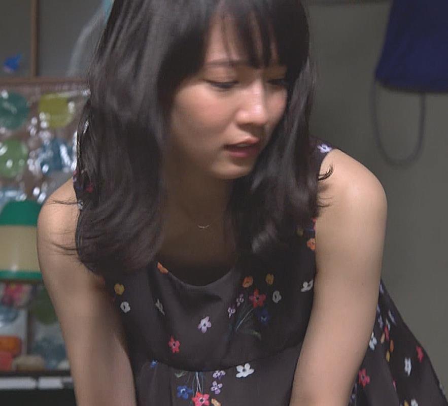 吉岡里帆 ワンピースの胸元チラキャプ画像(エロ・アイコラ画像)