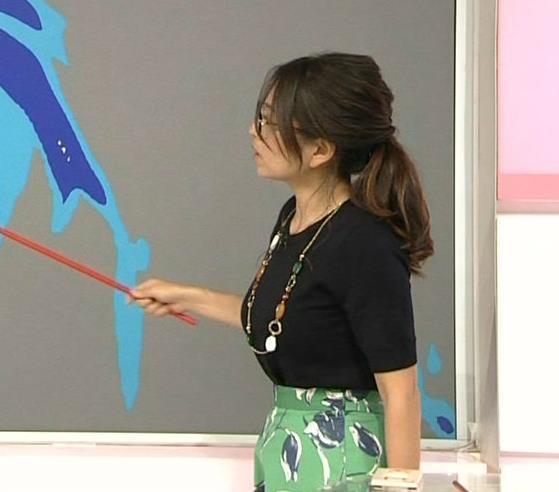 福岡良子 横乳画像3