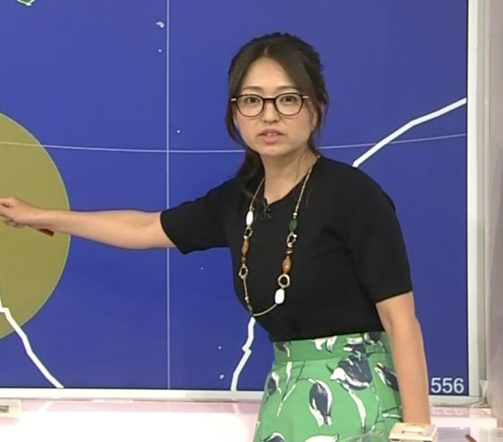 福岡良子 横乳画像4