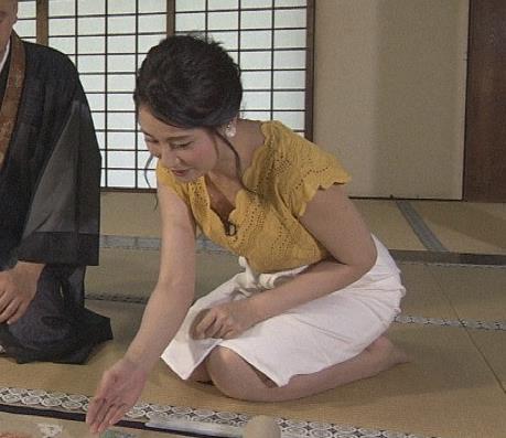 井上あさひ 横乳&タイトスカートお尻キャプ画像(エロ・アイコラ画像)