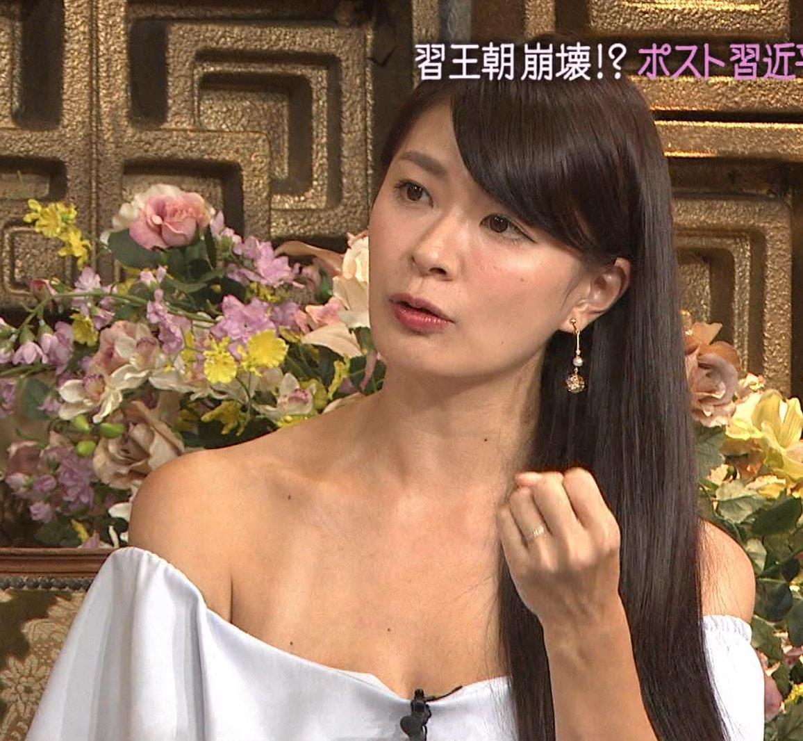八田亜矢子 水着の日焼けの跡がエロ過ぎのチューブトップキャプ画像(エロ・アイコラ画像)