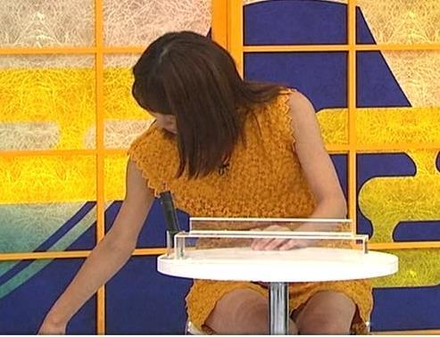 岡副麻希 細いミニスカ太ももキャプ画像(エロ・アイコラ画像)