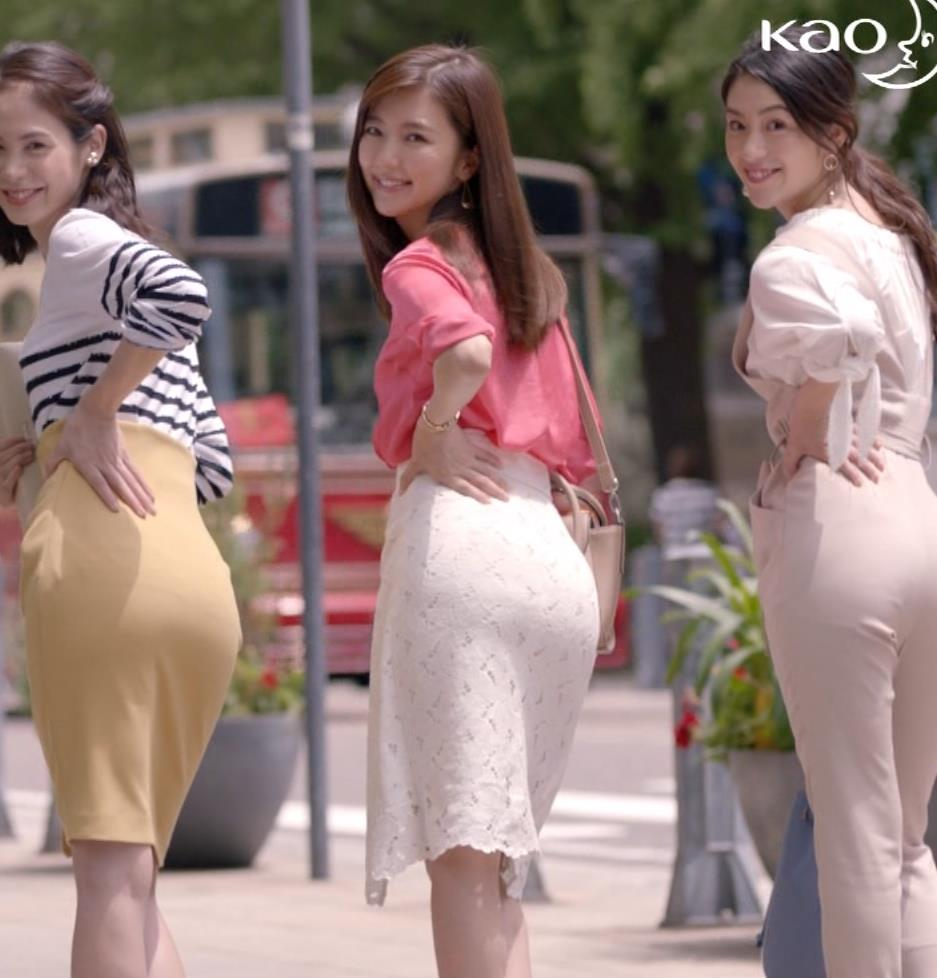真野恵里菜 生理用品CMのタイトスカートのお尻がいい