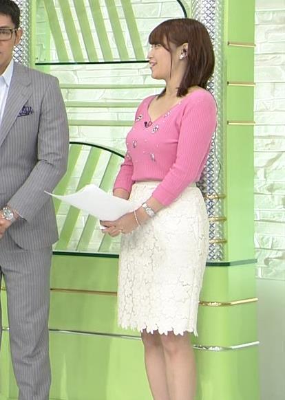 鷲見玲奈 ムチムチで胸元が大きく開いたニットキャプ画像(エロ・アイコラ画像)