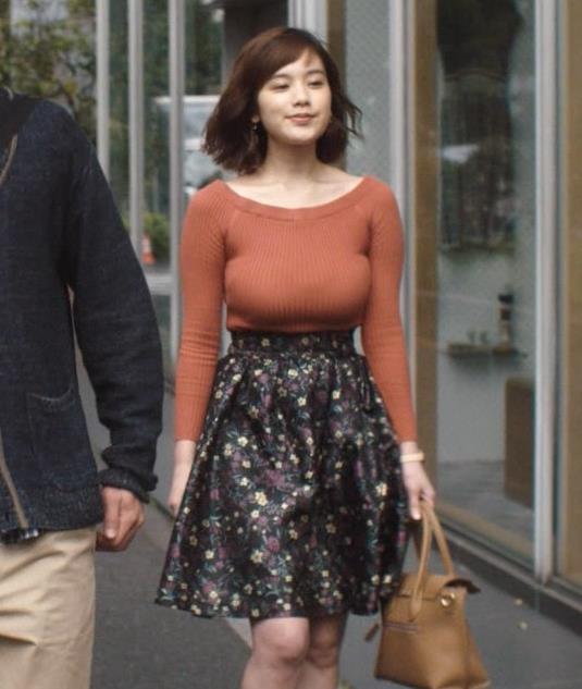 筧美和子 おっぱいがデカすぎてすごい形になっている。