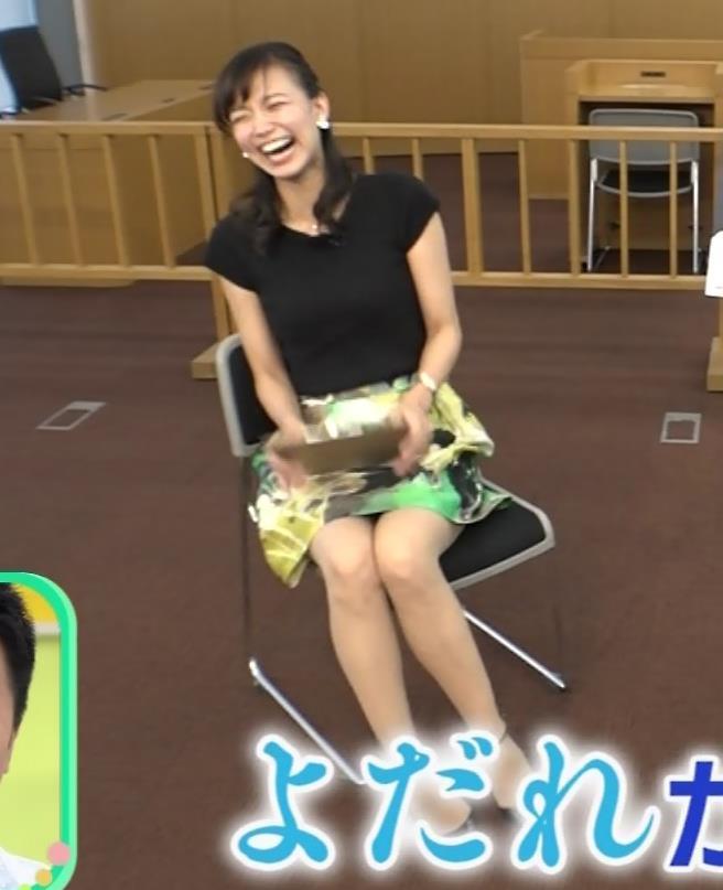斎藤真美 ミニスカートで座ってパンツ見えそうキャプ画像(エロ・アイコラ画像)