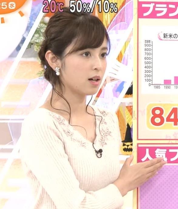 久慈暁子 腕でおっぱいが強調されたニットキャプ画像(エロ・アイコラ画像)