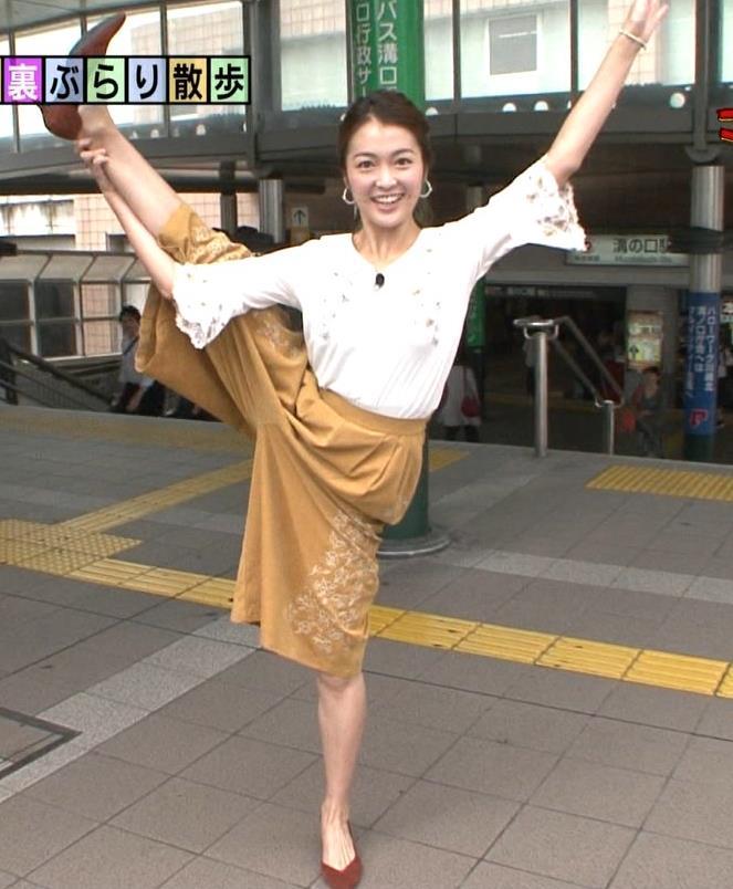 福田典子 駅でY字開脚する女子アナキャプ画像(エロ・アイコラ画像)