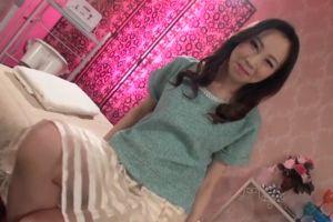 【無修正】30代セレブ系婦人のおまんこいじる無修正人妻マンコ動画