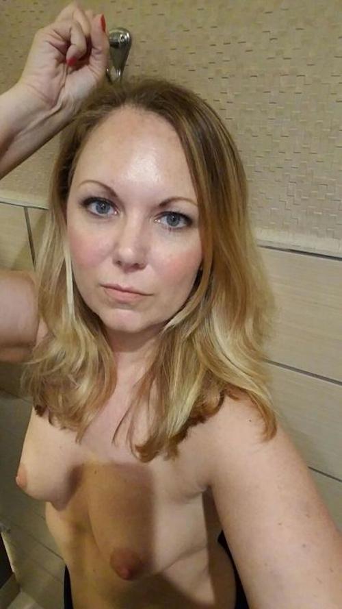金髪熟女の自分撮りヌード流出画像 5