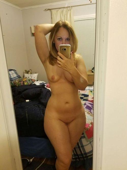 金髪熟女の自分撮りヌード流出画像 7