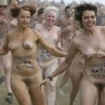 裸でレースしてる画像特集