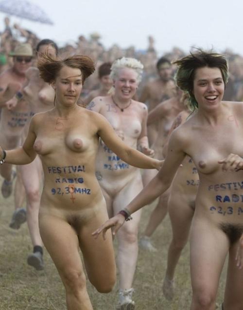 裸でレースしてる画像 9