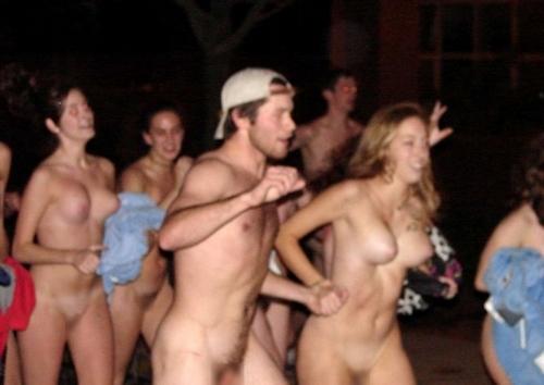 裸でレースしてる画像 19