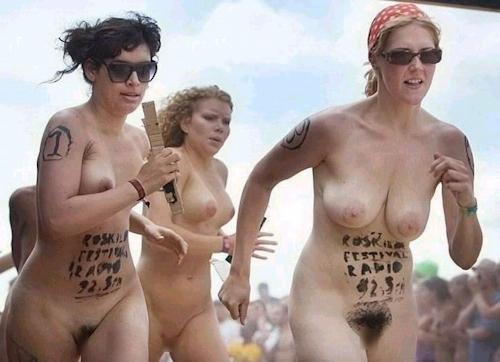 裸でレースしてる画像 23